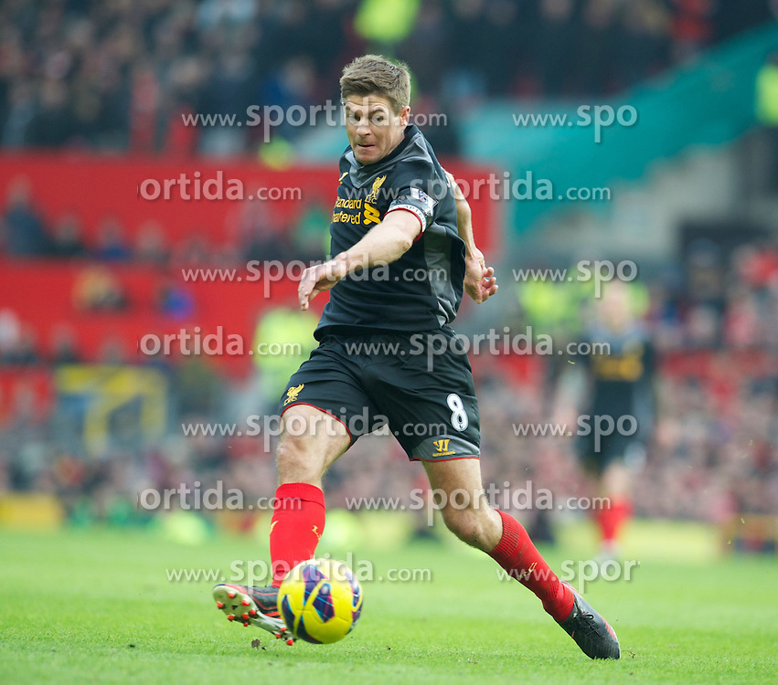 13.01.2013, Old Trafford, Manchester, ENG, Premier League, Manchester United vs FC Liverpool, 22. Runde, im Bild Liverpool's captain Steven Gerrard in action against Manchester United during the English Premier League 22th round match between Manchester United and Liverpool FC at Old Trafford, Manchester, Great Britain on 2013/01/13. EXPA Pictures © 2013, PhotoCredit: EXPA/ Propagandaphoto/ David Rawcliffe..***** ATTENTION - OUT OF ENG, GBR, UK *****