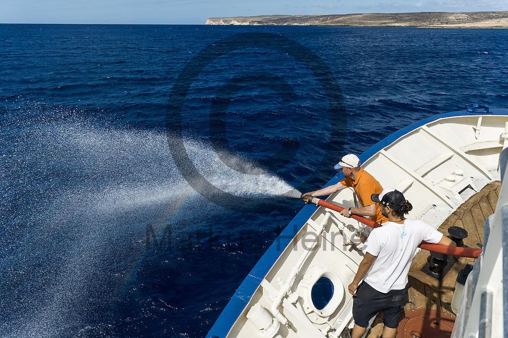Der Captain Andre Montaldo-Ventsam (hinten) und der 2. Maschinist Diego Weber pr&uuml;fen am 19.09.2016 auf dem Fluechtlingsrettungsboot Sea-Watch 2 vor Lampedusa einen Feuerwehrschlauch. Foto: Markus Heine / heineimaging<br /> <br /> ------------------------------<br /> <br /> Veroeffentlichung nur mit Fotografennennung, sowie gegen Honorar und Belegexemplar.<br /> <br /> Publication only with photographers nomination and against payment and specimen copy.<br /> <br /> Bankverbindung:<br /> IBAN: DE65660908000004437497<br /> BIC CODE: GENODE61BBB<br /> Badische Beamten Bank Karlsruhe<br /> <br /> USt-IdNr: DE291853306<br /> <br /> Please note:<br /> All rights reserved! Don't publish without copyright!<br /> <br /> Stand: 09.2016<br /> <br /> ------------------------------