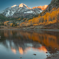Autumn dawn at Maroon Lake near Aspen, Colorado.