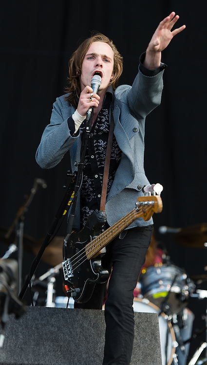 """© Licensed to London News Pictures. 28/08/2015. Reading Festival, UK. Palma Violets performing at Reading Festival on Day 1 of the festival.  In this picture - Alexander """"Chilli"""" Jesson Photo credit: Richard Isaac/LNP"""