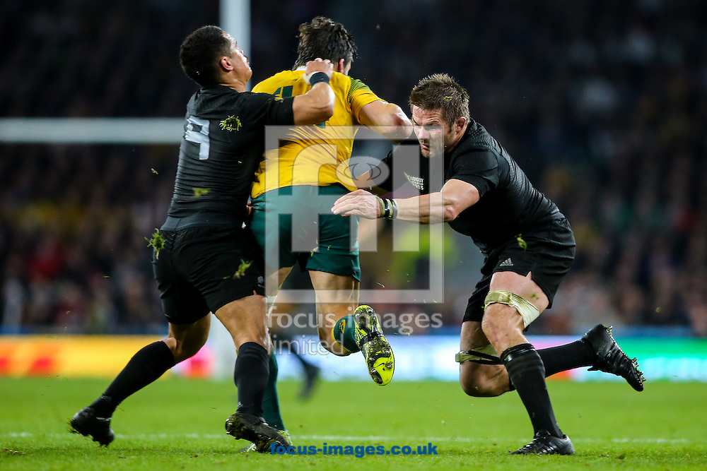Aaron Smith of New Zealand (left) and Richie McCaw of New Zealand (right) combine to tackle Adam Ashley-Cooper of Australia (centre) during the final of the 2015 Rugby World Cup at Twickenham Stadium, Twickenham<br /> Picture by Andy Kearns/Focus Images Ltd 0781 864 4264<br /> 31/10/2015