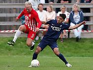 FODBOLD: Jeppe Ødegaard (Espergærde) og Essam Salamoun (Frem Hellebæk) i kamp om bolden under kampen i Serie 1 mellem Frem Hellebæk og Espergærde IF den 26. august 2017 ved Nordkysthallen. Foto: Claus Birch