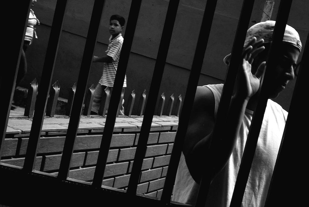 """APUNTES SOBRE MI VIDA: LA PASTORA I - 2009/10<br /> Photography by Aaron Sosa<br /> Aron Deyvid, primo a quien vi nacer. Vive en el sector """"Cristo al reves"""" de La Pastora.<br /> La Pastora, Caracas - Venezuela 2009<br /> (Copyright © Aaron Sosa)"""
