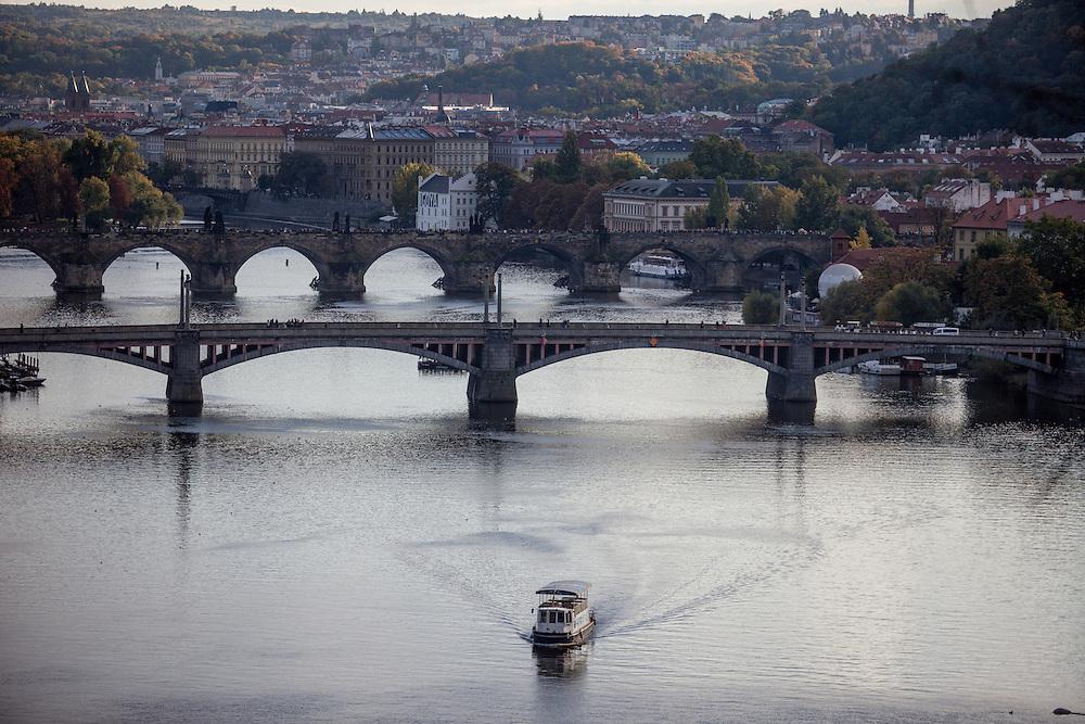 Blick von einem Aussichtspunkt am Letna Park in Richtung Karlsbrücke.