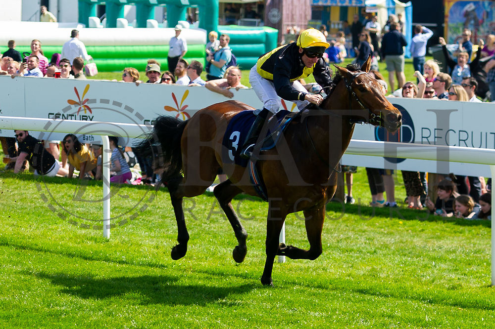 The Cruising Lord ridden by JF Egan - Ryan Hiscott/JMP - 19/04/2019 - PR - Bath Racecourse- Bath, England - Race 1 - Good Friday Race Meeting at Bath Racecourse
