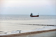 Nederland, Dishoek, 14-9-2015Scheepvaart langs de kust van walcheren op de noordzee en westerschelde. Veel vrachtschepen hebben antwerpen als bestemming of komen er vandaan. Ship, coaster, passing the Dutch coast on their way or coming from Antwerp or Rotterdam.FOTO: FLIP FRANSSEN/ HH