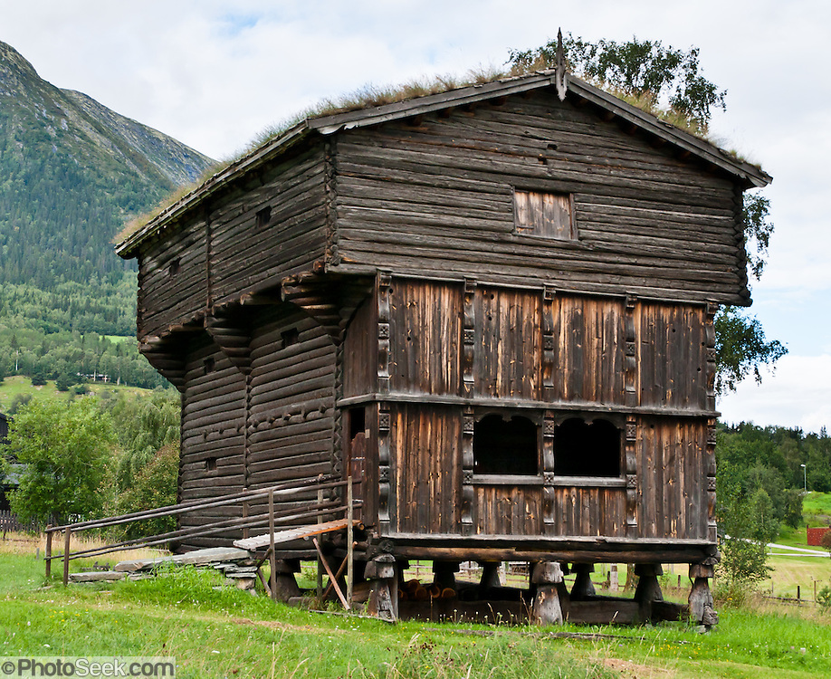 This stor stabburet (great  storage house) in Lom, Norway was probably built before 1600.