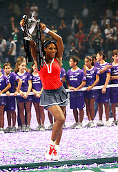 28.10.2012, Sinan Erdem Dome, Istanbul, TUR, WTA, TEB BNP Paribas, Finale, im Bild Serena Williams of the United States holds the trophy on October 28, 2012 after winning the final of the WTA Championships tennis tournament against Maria Sharapova of Russia during WTA, TEB BNP Paribas Championships Final Match at the Sinan Erdem Dome, Istanbul, Turkey on 2012/10/28. EXPA Pictures © 2012, PhotoCredit: EXPA/ Seskimphoto/ .Spfc/ ****** ATTENTION - for AUT, ESP, ITA, SWE, SLO, NOR, FIN, SRB, NED and USA ONLY! *****