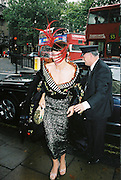 Isabella Blow. Marriage of Lord Howland and Louise Crammond. St. Margaret's church, Westminster Abbey. 16 October 2000.  © Copyright Photograph by Dafydd Jones 66 Stockwell Park Rd. London SW9 0DA Tel 020 7733 0108 www.dafjones.com
