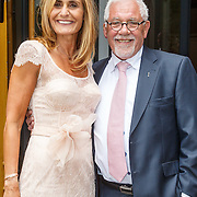 NLD/Amsterdam/20150620 - Huwelijk Kimberly Klaver en Bas Schothorst, Patricia Klaver en haar vader