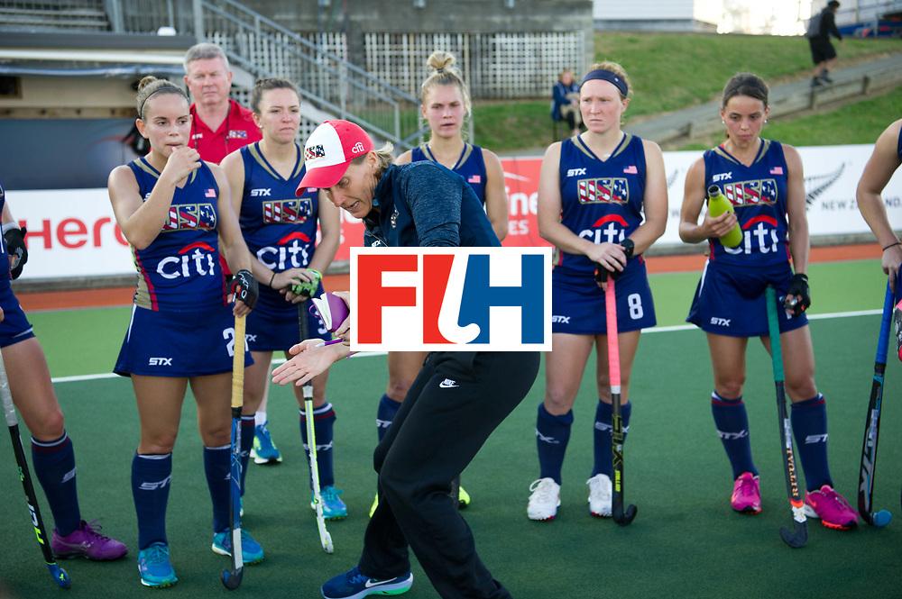 AUCKLAND - Sentinel Hockey World League final women<br /> Match id: 10304<br /> 15 USA v ENG (QF)<br /> Foto: Janneke SCHOPMAN Head Coach in the break.<br /> WORLDSPORTPICS COPYRIGHT FRANK UIJLENBROEK