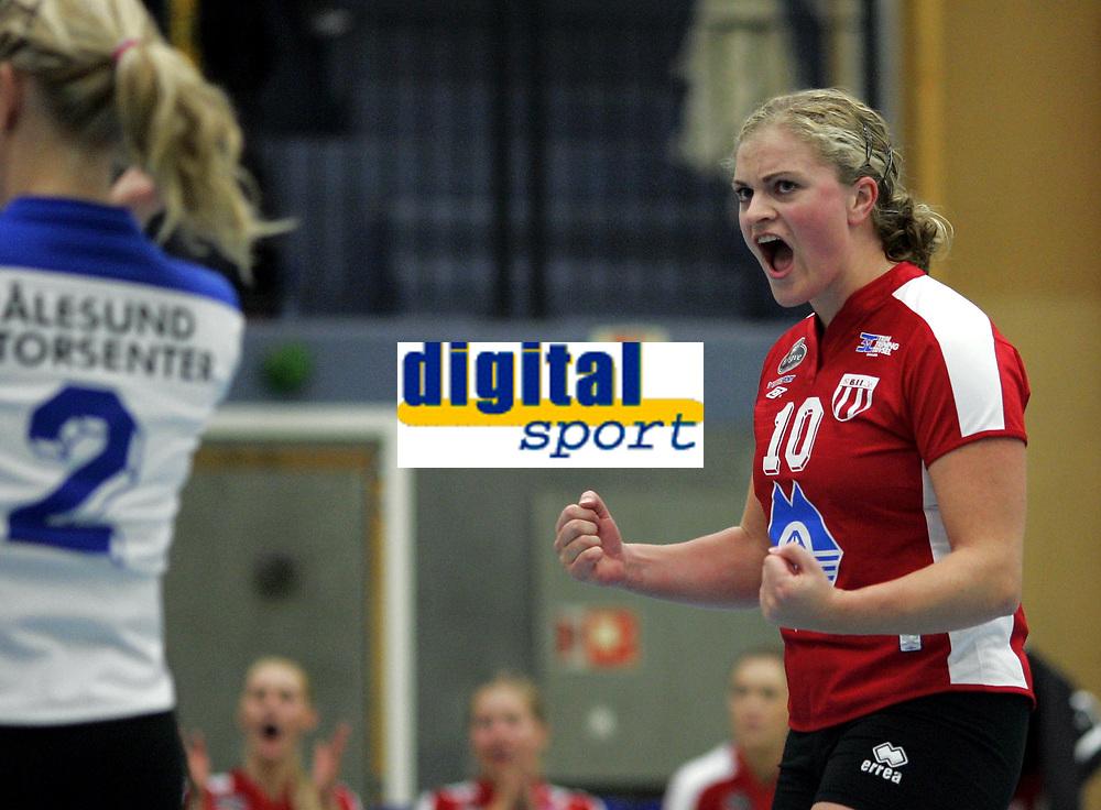 Volleyball<br /> Eliteserien kvinner<br /> Koll v Blindheim 3-0<br /> 04.11.2006<br /> Foto: Morten Olsen, Digitalsport<br /> <br /> Elisabeth Gi&oslash;rtz - Blindheim