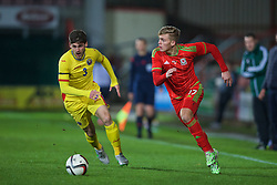 WREXHAM, WALES - Tuesday, November 17, 2015: Wales' Jake Charles in action against Romania during the UEFA Under-21 Championship Qualifying Group 5 match at the Racecourse Ground. (Pic by David Rawcliffe/Propaganda)
