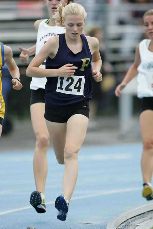 Victoria Samyn competing in the 1500m at the 2007 Ontario Legion Track and Field Championships. The event was held in Ottawa on July 20 and 21.