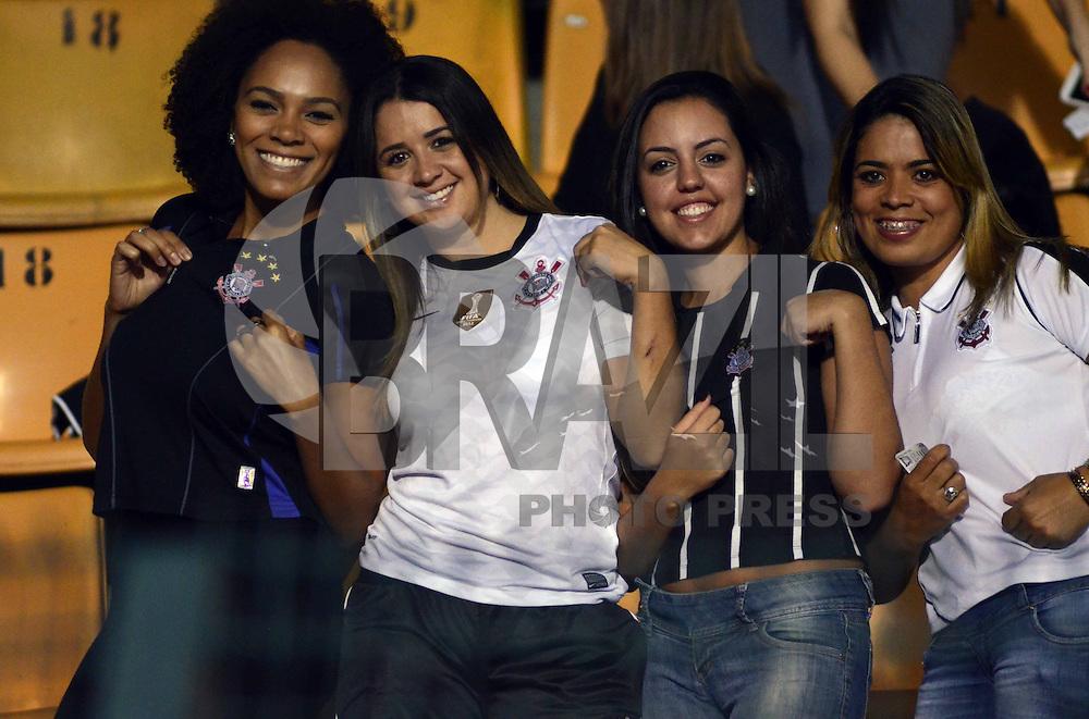SAO PAULO SP, 10 abril 2013 -  - CORINTHIANS X SAN JOSE  -  torcida  durante partida valida pela primeira fase da taca Libertadores da America 2013 no Estadio do Pacaembu em Sao Paulo, nesta quarta feira , 10. (FOTO: ALAN MORICI / BRAZIL PHOTO PRESS).