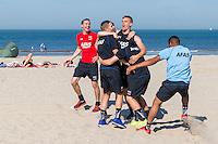 BERGEN - 03-08-2015, strandtraining AZ, strand, AZ speler Gino Coutinho (r), Niels Kok.