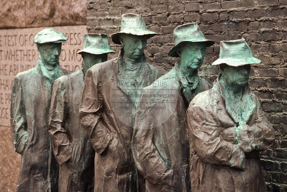 WASHINGTON, DC, USA - 1997/04/23: The Breadline created by sculptor Georg Segal at the Franklin Delano Roosevelt Memorial during the commemoration and unveiling of the site April 23, 1997 in Washington, DC.     (Photo by Richard Ellis)