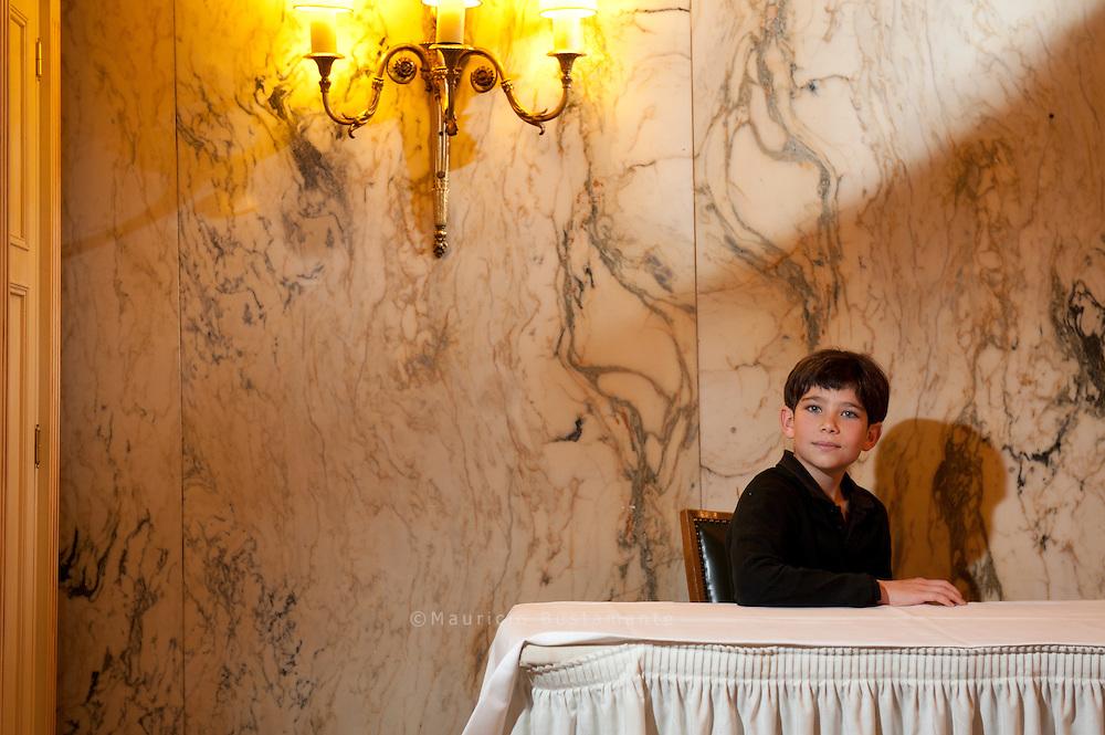 """Schauspieler Max Wächter floh vor den Nazis – sein schwedischer Großneffe Jonatan (11) präsentiert nun am Freitag als Schauspieler den Film """"Simon"""" auf dem Filmfest Der elfjährige Jonatan spielt im Film """"Simon"""", der am Donnerstag ins Kino kommt. Simon begibt sich auf die Suche nach seinen Eltern, deutschen Juden. Das Gleiche machte übrigens Jonatans Vater. Seine jüdischen Vorfahren stammten aus Hamburg."""