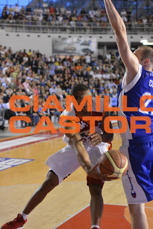 DESCRIZIONE : Roma Lega A 2012-2013 Acea Roma Lenovo Cant&ugrave; playoff semifinale gara 2<br /> GIOCATORE : Jordan Taylor<br /> CATEGORIA : passaggio<br /> SQUADRA : Acea Roma<br /> EVENTO : Campionato Lega A 2012-2013 playoff semifinale gara 2<br /> GARA : Acea Roma Lenovo Cant&ugrave;<br /> DATA : 27/05/2013<br /> SPORT : Pallacanestro <br /> AUTORE : Agenzia Ciamillo-Castoria/GiulioCiamillo<br /> Galleria : Lega Basket A 2012-2013  <br /> Fotonotizia : Roma Lega A 2012-2013 Acea Roma Lenovo Cant&ugrave; playoff semifinale gara 2<br /> Predefinita :