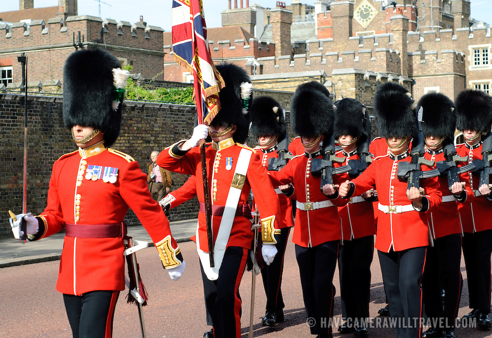 Changing of the Royal Guard at Buckingham Palace on Markborough Road