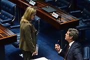 25.04.2018 - BRASÍLIA, DF -  O senador ,Llindberg Farias E a Senadora,Gleisi Hoffman, durante sessão no Plenario do Senado Federal em Brasilia nesta Quarta feira (25) ( Foto: RENATO COSTA / FRAMEPHOTO )