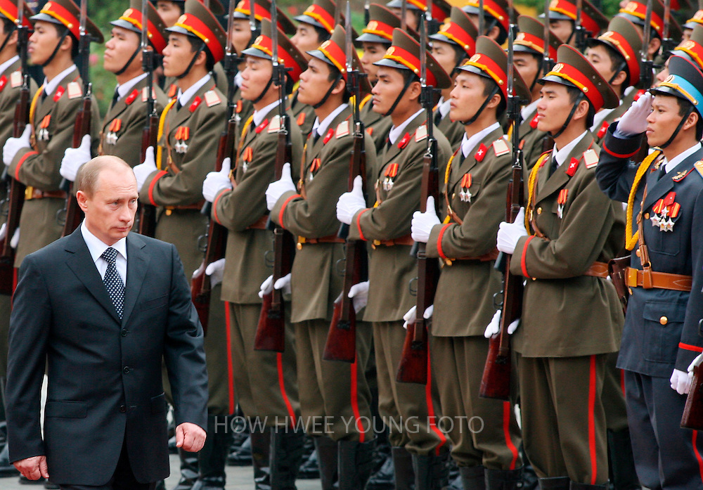 epa00866572 Russia's President Vladimir Putin (L) reviews the honour guard at his official welcome ceremony at the Presidential Palace in Hanoi, Vietnam, Monday 20 November, 2006. Putin is in Vietnam on a state visit after attending the Asia-Pacific Economic Cooperation (APEC) Summit with leaders of 21 Pacific Rim countries which ended on Sunday 19 November.  EPA/HOW HWEE YOUNG