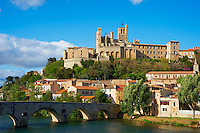 France, departement de Herault (34), Beziers,France, Herault department (34), ville de Beziers, le Pont Vieux, cathedrale de Saint-Nazaire // Beziers city, catehdral Saint-Nazaire and Pont Vieux or Old bridge of Beziers
