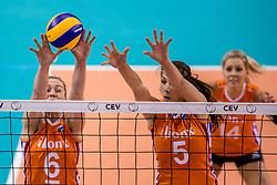 26-05-2017 NED: Nederland - Italie, Apeldoorn<br /> Kick off voor het Nederlands vrouwenteam begon met een oefenwedstrijd in Apeldoorn. Italië werd met 3-1 verslagen / Maret Balkestein-Grothues #6, Robin de Kruijf #5