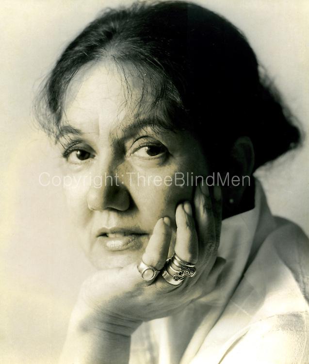 Barbara Sansoni picture by Nihal Fernando, Studio Times.