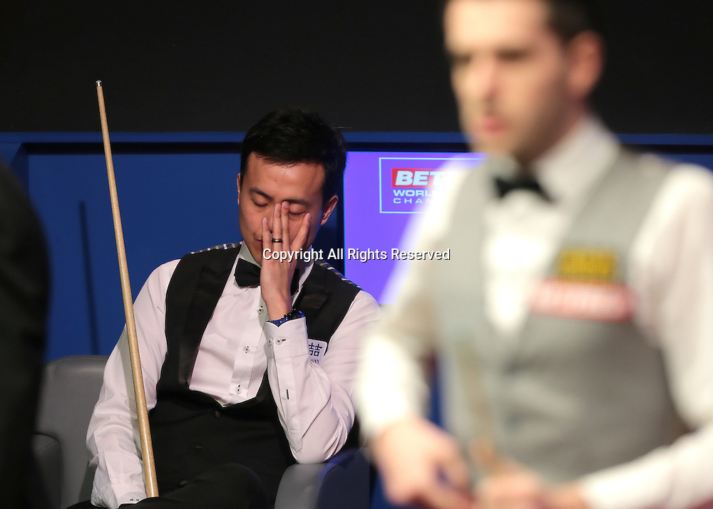 30.04.2016. The Crucible, Sheffield, England. World Snooker Championship. Semi Final, Mark Selby versus Marco Fu. Marco Fu reacts as he makes a poor shot and leaves Mark Selby an easy pot