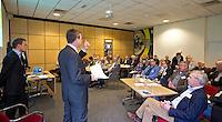 ARNHEM - Jeroen Stevens aan het woord tijdens een workshop bij de NGF Themadag op Sportcentrum Papendal in Arnhem. FOTO KOEN SUYK