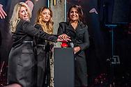 AMSTERDAM -  Links Jan Smit en rechts Cornald Maas.  De meidengroep OG3NE reist in mei af naar het Eurovisiesongfestival met een meerstemmige powerballad. De zusjes vertegenwoordigen Nederland tijdens het liedjesfestijn in de Oekraïense hoofdstad Kiev met het nummer Lights and Shadows dat door hun vader is geschreven. COPYRIGHT ROBIN UTRECHT