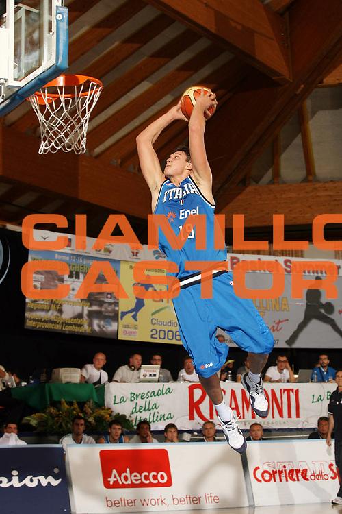 DESCRIZIONE : Bormio Ritiro Nazionale Italiana Maschile Preparazione Eurobasket 2007 Amichevole Italia Turchia <br /> GIOCATORE : Danilo Gallinari<br /> SQUADRA : Nazionale Italia Uomini <br /> EVENTO : Bormio Ritiro Nazionale Italiana Uomini Preparazione Eurobasket 2007 <br /> GARA : Italia Turchia<br /> DATA : 29/07/2007 <br /> CATEGORIA : Schiacciata<br /> SPORT : Pallacanestro <br /> AUTORE : Agenzia Ciamillo-Castoria/G.Cottini<br /> Galleria : Fip Nazionali 2007 <br /> Fotonotizia : Bormio Ritiro Nazionale Italiana Maschile Preparazione Eurobasket 2007 Amichevole Italia Turchia <br /> Predefinita :