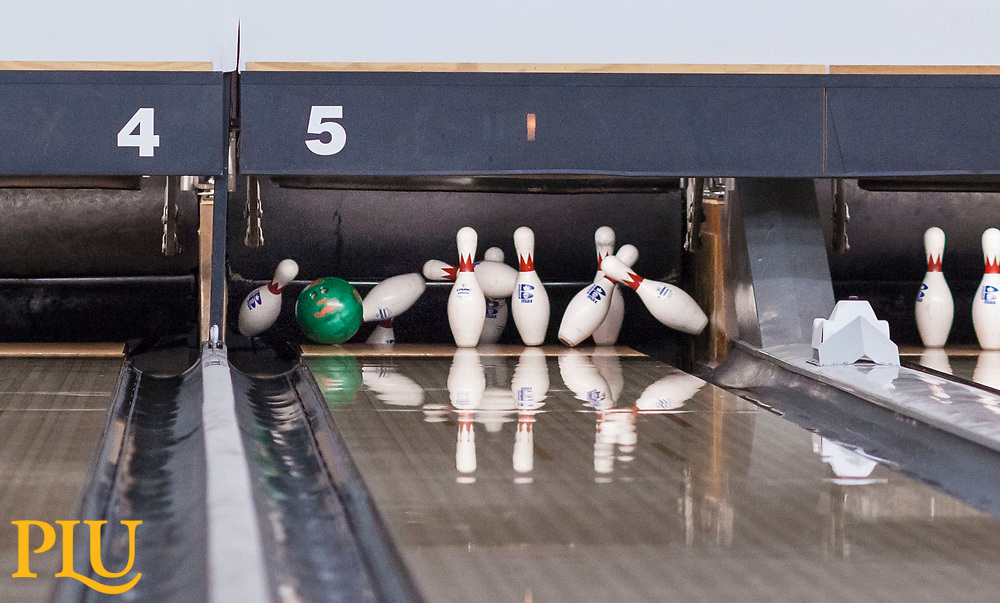 Bowling Physical Education class taught by Lynn Tucker at Paradise Bowling Lanes near PLU, Thursday, Jan. 11, 2018. (Photo: John Froschauer/PLU)