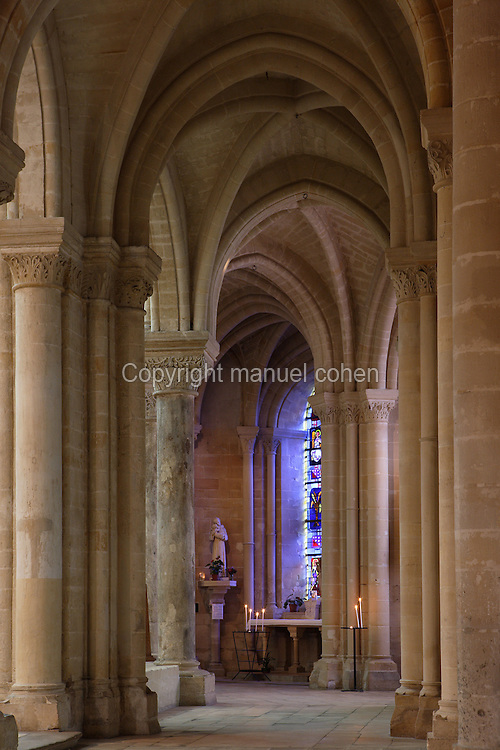 OISE, FRANCE - OCTOBER 26: View of the ambulatory, chevet of the Cathedral Notre-Dame de Senlis on October 26, 2008 in Oise, France. The cathedral was built between 1153 and 1191. (Photo by Manuel Cohen)