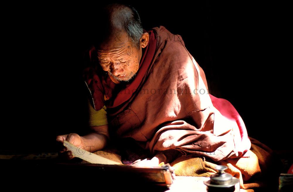 Nepal - Region du Mustang - Moine bouddhiste au monastère de Lo Manthang