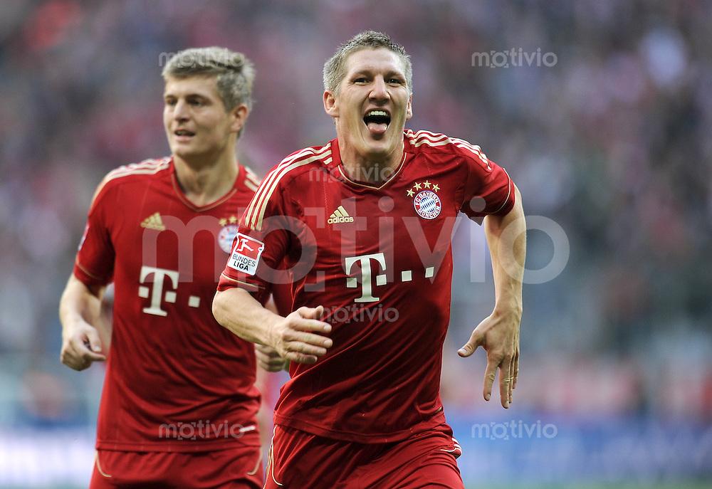 FUSSBALL   1. BUNDESLIGA  SAISON 2011/2012   11. Spieltag FC Bayern Muenchen - FC Nuernberg        29.10.2011 Jubel nach dem Tor zum 2:0, Toni Kroos , Bastian Schweinsteiger (FC Bayern Muenchen)