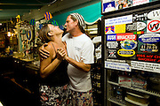 Restaurant Calypso's auf Key Largo Besitzer vlnr Bron White und Todd Lollis..Florida 2009..Foto © Stefan Falke.
