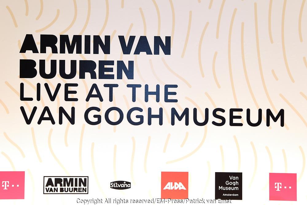 Armin van Buuren in het Van Gogh Museum tijdens de opening van Embrace Vincent, een multimediatour gemaakt door dj Armin van Buuren voor het Van Gogh.