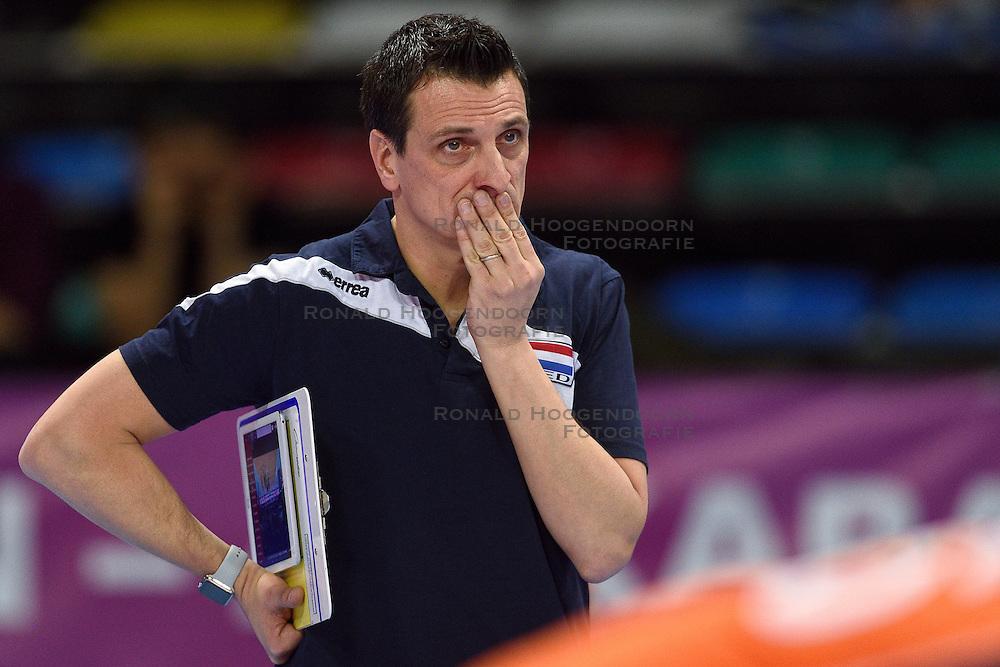 04-01-2016 TUR: European Olympic Qualification Tournament Nederland - Duitsland, Ankara <br /> De Nederlandse volleybalvrouwen hebben de eerste wedstrijd van het olympisch kwalificatietoernooi in Ankara niet kunnen winnen. Duitsland was met 3-2 te sterk (28-26, 22-25, 22-25, 25-20, 11-15) / Road to Rio is weer iets verder weg voor Coach Giovanni Guidetti