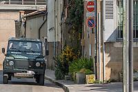 Patrouille sentinelle à Lyon, basilique de Fourviere, avec les légionnaires du 2ème REG<br /> Le 2e régiment étranger de génie est une unité de génie de montagne de l'armée française.<br /> Il a été créé en 1999 et est l'un des héritiers des dix-huit formations du génie de la Légion étrangère en Indochine<br /> Il est stationné, depuis sa création, au quartier Maréchal Koenig, basé sur le plateau d'Albion, sur la commune de Saint-Christol (Vaucluse), à l'emplacement de l'ancienne base des missiles nucléaires stratégiques (base aérienne 200 Apt-Saint-Christol).<br /> Ses missions au sein de la 27e BIM sont l'appui à la mobilité (déminage, ouverture de passages, etc.), à la contre-mobilité (interdiction d'itinéraires, etc.) et au déploiement des unités de combat. La particularité de la brigade de montagne impose d'adapter les techniques à ce milieu exigeant et spécifique. Par ailleurs, le 2e REG expérimente la coopération interarmes au plus bas échelon afin d'apporter les savoir-faire du génie au contact, notamment dans le cadre du combat urbain.