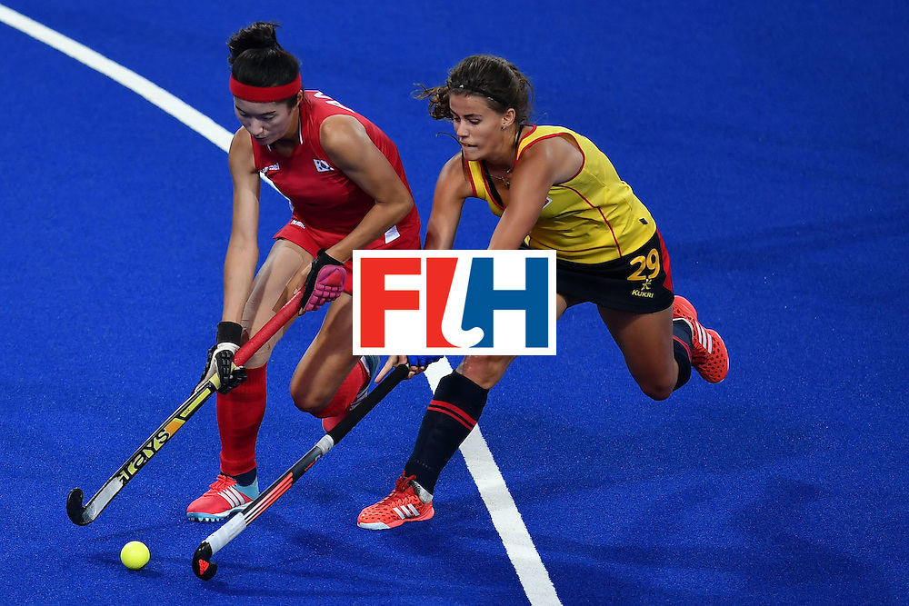 South Korea's An Hyoju (L) and Spain's Lucia Jimenez vie during the women's field hockey South Korea vs Spain match of the Rio 2016 Olympics Games at the Olympic Hockey Centre in Rio de Janeiro on August, 13 2016. / AFP / MANAN VATSYAYANA        (Photo credit should read MANAN VATSYAYANA/AFP/Getty Images)