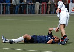 08-05-2005 HOCHEY: PINOKE-AMSTERDAM: AMSTELVEEN<br /> Amsterdam wint met 4-3 van Pinoke. Pinoke speelt door deze uitslag play out wedstrijden. - Een aangeslagen Daan Meurer <br /> ©2005-WWW.FOTOHOOGENDOORN.NL