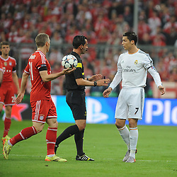 29.04.2014, Allianz Arena, Muenchen, GER, UEFA CL, FC Bayern Muenchen vs Real Madrid, Halbfinale, Ruckspiel, im Bild vl. Bastian Schweinsteiger (FC Bayern Muenchen), Schiedsrichter Pedro Proenca (Portugal) und Cristiano Ronaldo (Real Madrid) // during the UEFA Champions League Round of 4, 2nd Leg Match between FC Bayern Munich vs Real Madrid at the Allianz Arena in Muenchen, Germany on 2014/04/30. EXPA Pictures &copy; 2014, PhotoCredit: EXPA/ Eibner-Pressefoto/ Stuetzle<br /> <br /> *****ATTENTION - OUT of GER*****