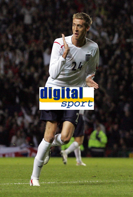 Photo: Paul Thomas.<br /> England v Hungary. International Friendly. 30/05/2006.<br /> <br /> Peter Crouch of England celebrates his goal.