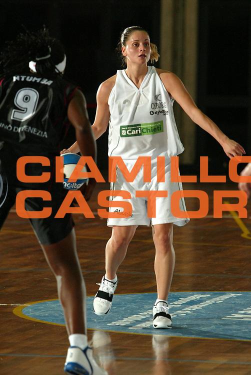DESCRIZIONE : LA SPEZIA CAMPIONATO ITALIANO DI BASKET FEMMINILE LEGA A1 2004-2005<br />GIOCATORE : MARCELLO<br />SQUADRA : CARICHIETI CHIETI<br />EVENTO : CAMPIONATO ITALIANO BASKET FEMMINILE LEGA A1 2004-2005<br />GARA : UMANA VENEZIA-CARICHIETI CHIETI<br />DATA : 17/10/2004<br />CATEGORIA : <br />SPORT : Pallacanestro<br />AUTORE : Agenzia Ciamillo-Castoria/S.Derrico
