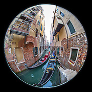 November 29~December 2, 2014  •  Venice, Italy  •  new images for 'aRound Venice'  •  Gondoliers in narrow canal