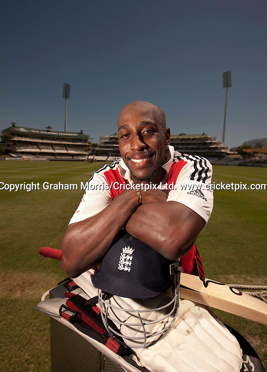 Michael Carberry during England net practice at Newlands, Cape Town prior to the third Test against South Africa. He was flown in as cover for the injured Paul Collingwood. Photograph © Graham Morris/cricketpix.com (Tel: +44 (0)20 8969 4192. Email: sales@cricketpix.com) Ref. No. 09853k27