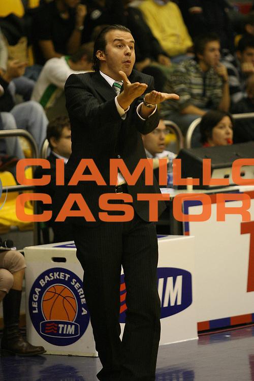 DESCRIZIONE : Milano Lega A1 2007-08 Trofeo Tim Armani Jeans Milano Montepaschi Siena<br /> GIOCATORE : Simone Pianigiani<br /> SQUADRA : Montepaschi Siena<br /> EVENTO : Campionato Lega A1 2007-2008 Trofeo Tim Armani Jeans Milano Montepaschi Siena<br /> GARA : Armani Jeans Milano Montepaschi Siena<br /> DATA : 27/09/2007<br /> CATEGORIA : Ritratto Delusione<br /> SPORT : Pallacanestro <br /> AUTORE : Agenzia Ciamillo-Castoria/M.Marchi