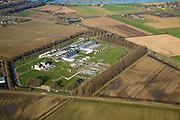 Nederland, Noord-Brabant, Ravenstein, 11-02-2008; compressor-, meng- en gasverdeelstation voor aardgas; de installatie is omgeven door een dubbele omheining om aanslagen op (zoals in het verleden) te voorkomen; op het terrein komt gas binnen van verschillende oorsprong, dit gas wordt gemengd en verder getransporteerd door middel van persleidingen; de installatie zorgt er voor dat het aardgas onder grote druk (60 bar) verder geperst wordt naar andere verdeelcentra in Nederland; ook wordt er gas voor export naar Duitsland getransporteerd; het landelijke gastransportnet wordt beheerd door Gas Transport Services B.V. (GTS), dochteronderneming van N.V. Nederlandse Gasunie; gasverdeelstation, compressorstation, distributie, energie, gas, brandstof, milieu, economie, arbeid ..luchtfoto (toeslag); aerial photo (additional fee required); .foto Siebe Swart / photo Siebe Swart